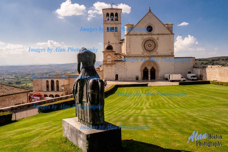 Basilca San Francesco, and commorative statue to Saint Frances, Assisi