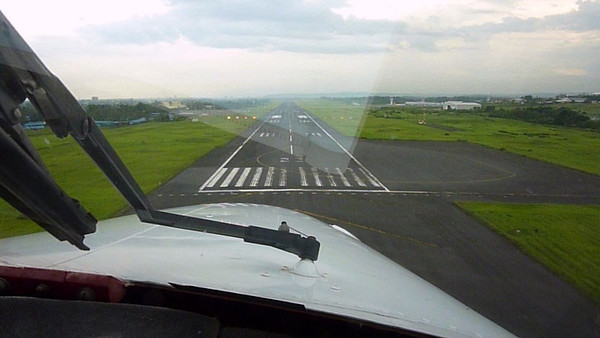 N178SG Final Approach Davao / Philippines (RPMD RWY 23)
