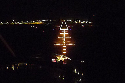 N178SG Night Landing Final Approach Cairns Intl. / Australia YBCS