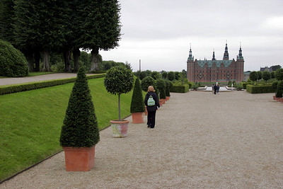 And, for our 3rd castle on this 1st day in Denmark, we also visit Frederiksborg Slot.