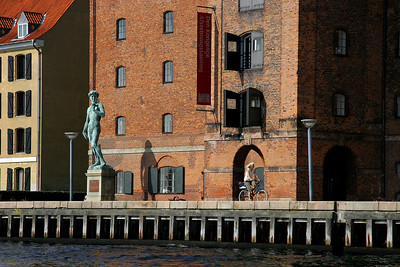 A full sized replica of Michaelangelo's David adorns a dock in the Christianshavn Canal area of København.