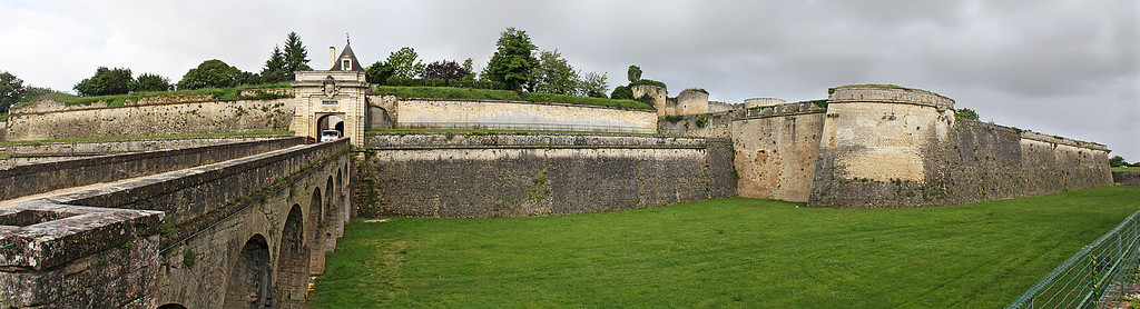 The Blaye Citadel walls and eastern entry gate.