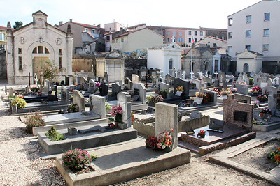 Turning a corner, we found ourselves in the Collioure cemetery, the like of which I always find fascinating.