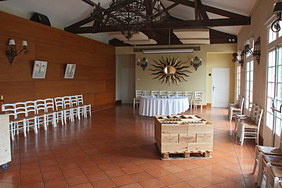 Chateau d'Arche ... tasting room.