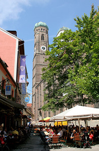Our lunch restaurant is on Frauenplatz, with Frauenkirche looming up at the end of the plaza.