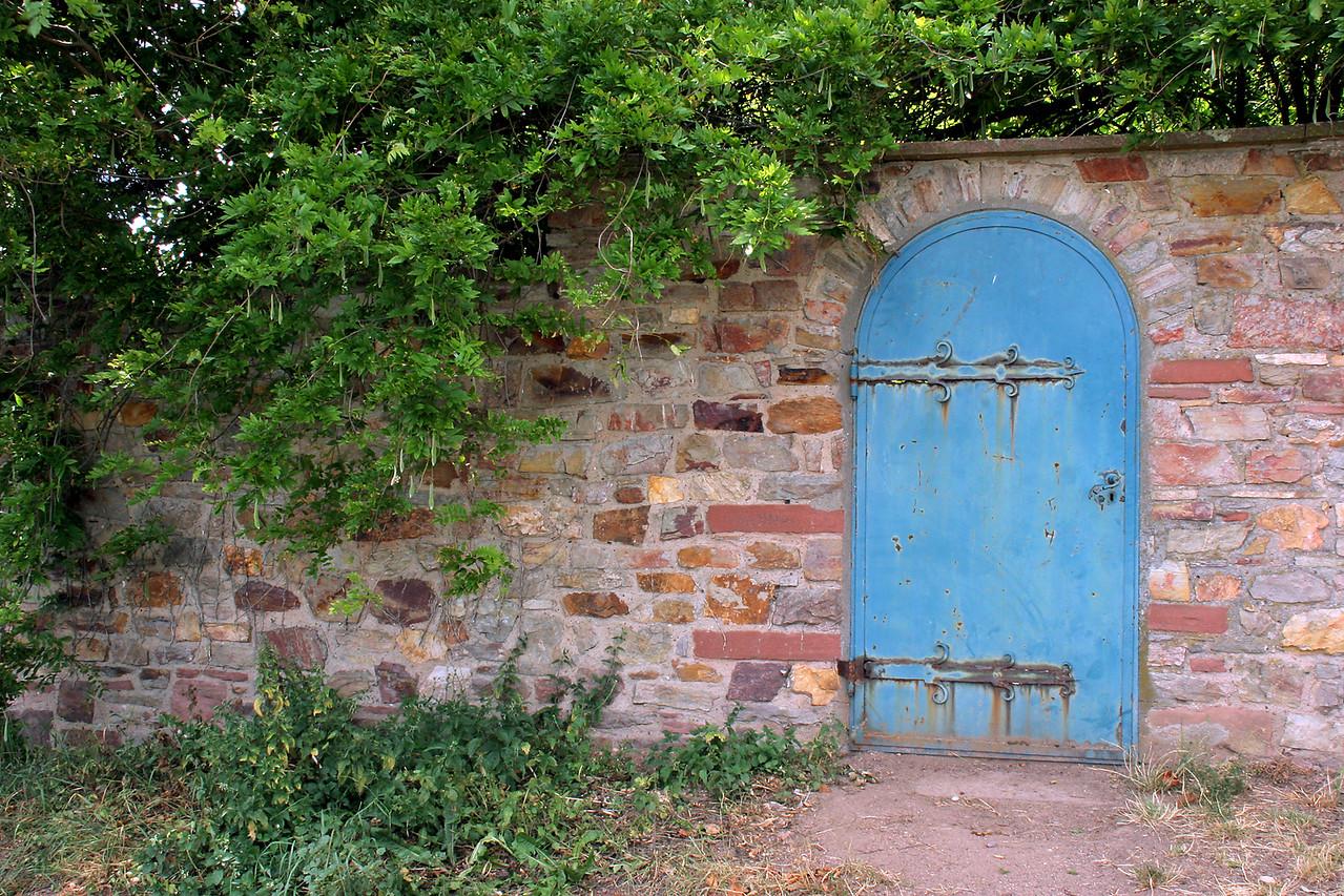 Garden wall, Johannisberg Castle.