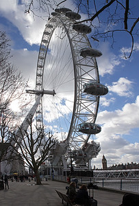 The London Eye is a giant Ferris wheel on the South Bank of the River Thames in London.