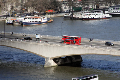 A view of a London bus crossing the Waterloo Bridge from our capsule on the London Eye.