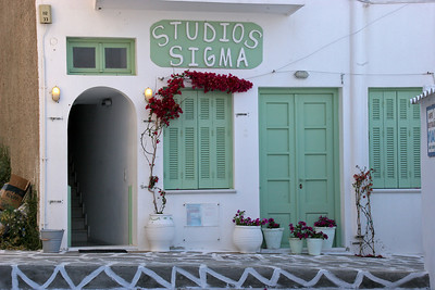 We spent the morning wandering around Chora, Naxos, waiting for our ferry at noon.