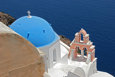It's hard to stop taking photos in Oia!