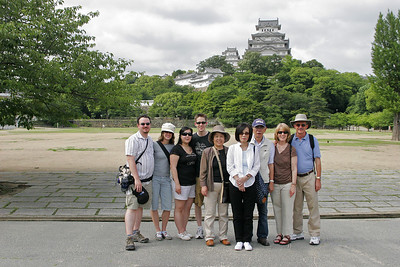 From the left, Jedd (son-in-law), Lauren (daughter), Sherry (daughter-in-law), Paul (son), Yoshiko Okui (Sherry's aunt), Takako Hashimoto (Sherry's mother), Tokuyoshi Okui (Sherry's uncle), Teddie and me.