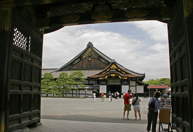 Our first stop in Kyoto is Nijo Jo, or Nijo Castle.  More like a large home than a fortified castle, it was created in the 1500's by Shogun Tokugawa Ieyasu, and symbolized the power and riches of the newly established Edo(Tokyo)-based Shogunate.