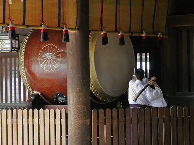 We couldn't see the actual wedding ceremony taking place well inside the shrine buildings.  But, when it was done, the big drum was stroked 3 times.