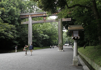 On our 2nd morning in Tokyo, we visit Meiji Jingu (imperial shrine), the most important Shinto shrine in Tokyo.