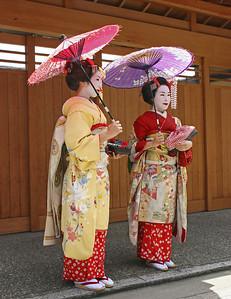 These women were actually tourists who paid to be dressed like geishas.