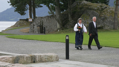 We think this couple was just married out on the little point of land on the Kviknes Hotel grounds.