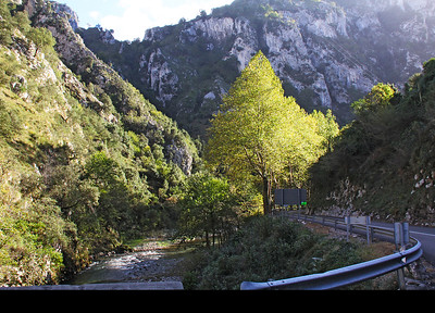 Driving up the canyon of the Deva River on our way to Potes.