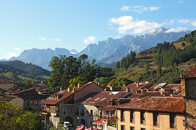 A closer, telephoto look at Los Picos de Europa, as seen from our hotel window.