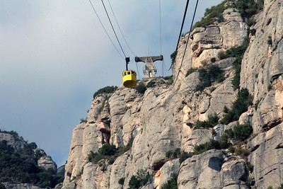 The down-bound gondola car passes us on the way up.