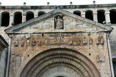 Details on the entry of the church of Collegiata Santa Juliana.