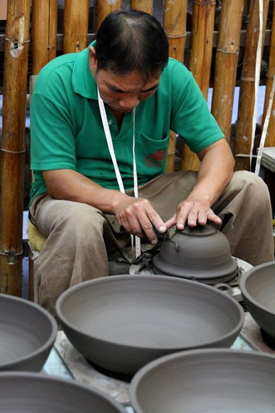 All of this pottery is hand thrown on a wheel.  This man has been at Baan Celadon for years and is a master