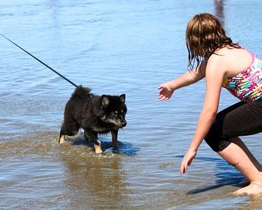ONNI ADORES EVERYONE  Oregon Coast August 2012