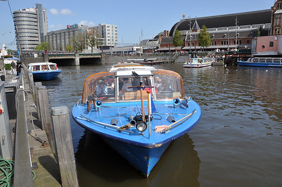Time for a 1 hour tour of the city by canal...