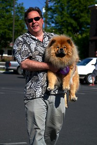 DAY ONE  I love this.  Lil couldn't walk on the hot pavement so Steve had to carry her back from the grass   On our drive from Portland Oregon to our hotel in  Clarkston Idaho