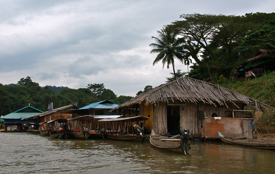 floating restraunts along the jungle river