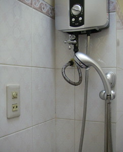 electrical outlet and switch in the shower right next to the showerhead..  talk about safe!!