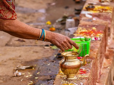Preparing a Hindu offering while on a pilgrimage.