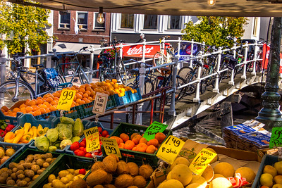 Leiden hosting its weekly market