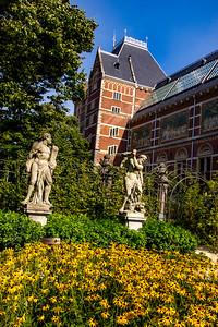 Rijks sculpture garden - mix of classic & contemporary
