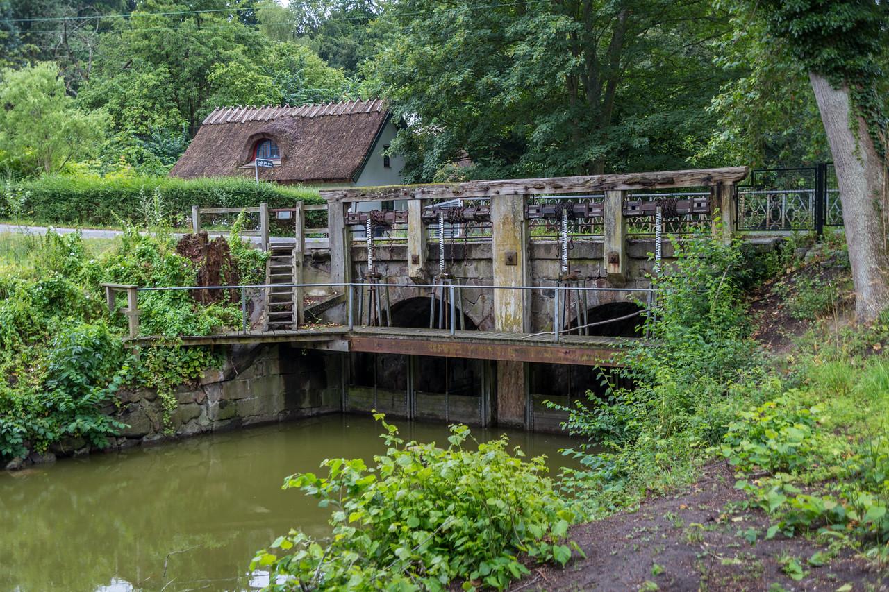 Bridge and locks, DK