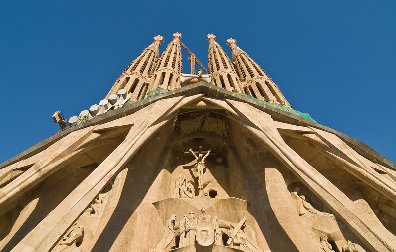 Looking up at the towers of the Sagrada Família in Barcelona. (Dec 12, 2007, 03:25pm)