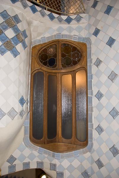 Interior window in Casa Batlló. (Dec 11, 2007, 08:59pm)