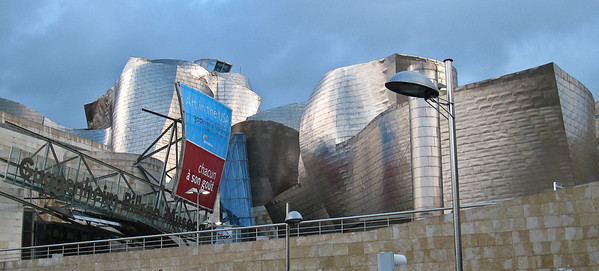 Guggenheim museum Bilbao, seen from the street. (Dec 10, 2007, 08:19am)