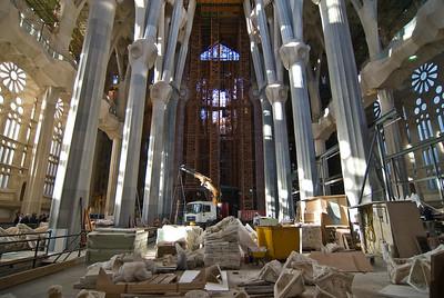 Interior of Sagrada Família showing the construction. (Dec 12, 2007, 03:13pm)