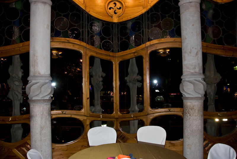 Inside of front window of Casa Batlló, in the Piano Nobile room. (Dec 11, 2007, 07:20pm)