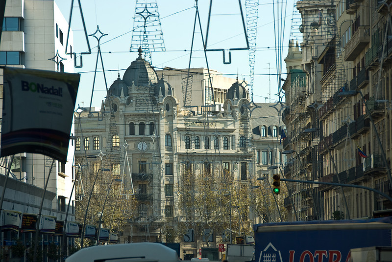 Barcelona street scene, old downtown section. (Dec 14, 2007, 11:30am)