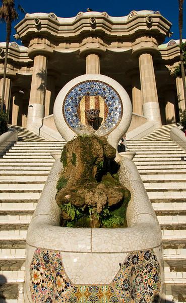 071214_1038_Sculpture_at_the_entrance_of_Park_Güell_in_Barcelona.jpg. (Dec 14, 2007, 10:38am)