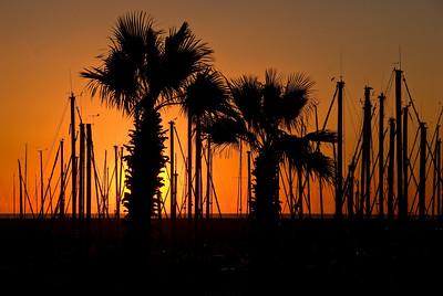 Sunrise over the marine in Barcelona. (Dec 12, 2007, 08:14am)