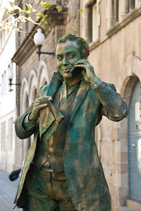 Living statue using a cell phone. (Dec 11, 2007, 01:43pm)