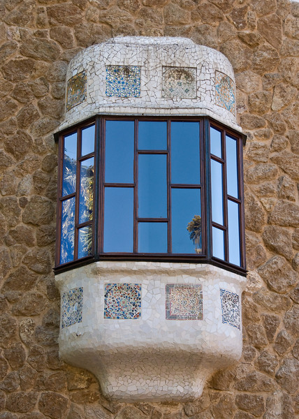 Close-up of one of the windows in the gate  house at the entrance of Park Güell. (Dec 14, 2007, 10:35am)