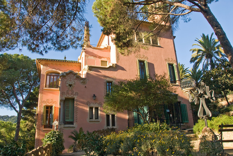 Gaudi's house in Park Güell, closer view. (Dec 14, 2007, 10:05am)