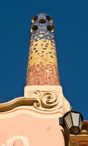 Chimney on Gaudi's house in Park Güell. (Dec 14, 2007, 10:10am)