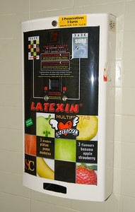 Condom machine in the men's batrhroom of Oven resturant in Barcelona. (Dec 11, 2007, 11:47am)