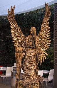 Angel living statue outside of Oven resturant in Barcelona. (Dec 11, 2007, 12:14pm)