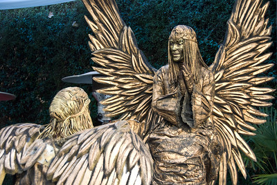 Two angel living statues talking. (Dec 11, 2007, 12:15pm)