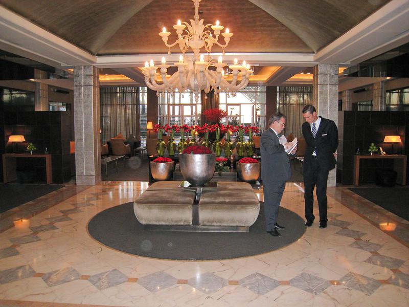 Lobby of Hotel Arts. (Dec 13, 2007, 07:10am)